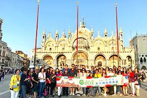 義大利高峰會議-9.11梯-團員與總經理於威尼斯-聖馬可大教堂前開心合影-2
