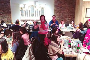 荷比盧極峰會議-0402梯-團員與董事長夫人及李世傑副總開心合影 (2)