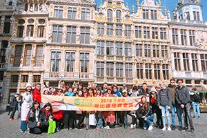 荷比盧極峰會議-0408梯-團員與韓孫珍華副總於布魯塞爾黃金大廣場開心合影2