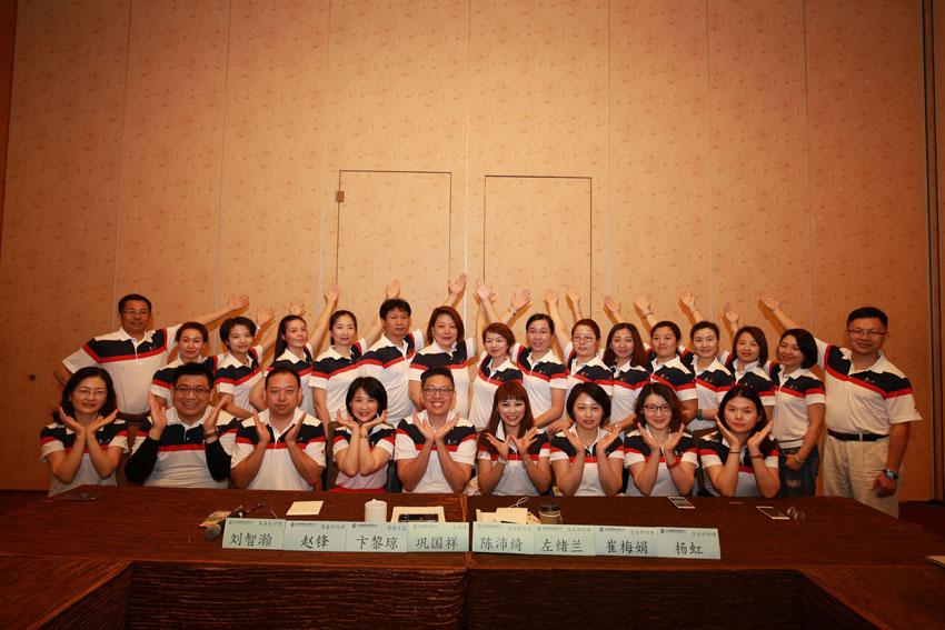 小組研討-關主沛綺總監與國祥處經理和組員合照