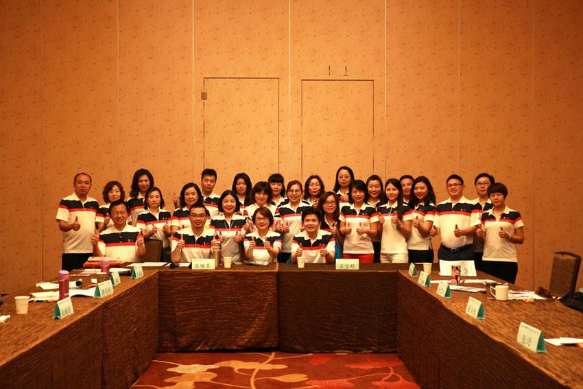 小組研討-關主雅貴協理與智超處經理和組員合照
