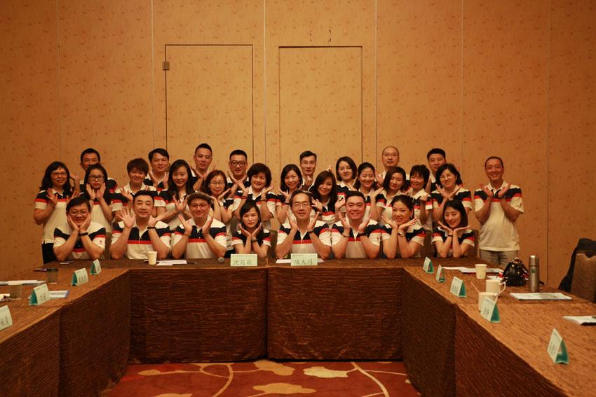 小組研討-關主筱薇總監與大同處經理和組員合照