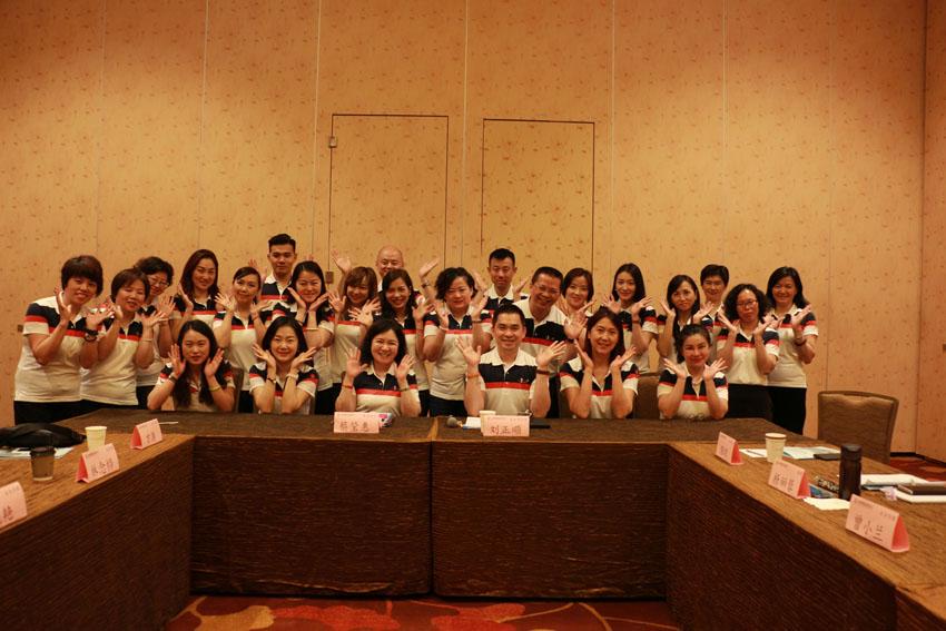 小組研討-關主瑩惠籌備副總與正順部經理和組員合照