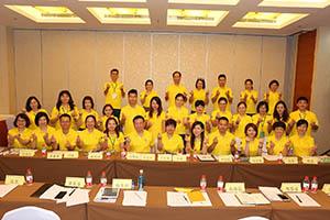 小組研討2-關主富民總監與貞萩總監和組員合照