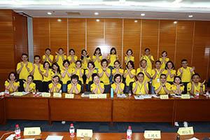 小組研討2-關主湘菁副總與季芸總監和組員合照
