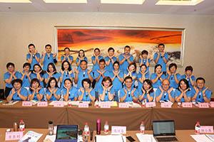 小組研討-關主世傑副總與景春籌備總監和組員合照