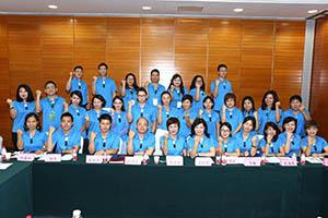 小組研討-關主名蔚總監與秋碧部經理和組員合照