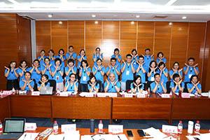 小組研討-關主里俊總監與筱薇總監和組員合照