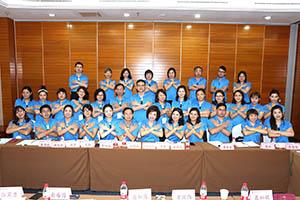 小組研討-關主珍華副總與黃毅籌備總監和組員合照