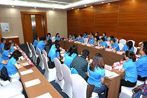 小組研討-關主珍華副總與黃毅籌備總監側拍