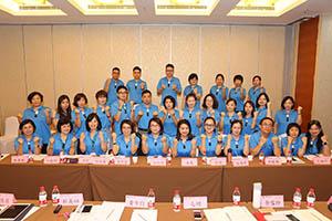 小組研討-關主淑儀總監與唐鳳部經理和組員合照