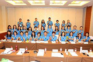 小組研討-關主富民總監與貞萩總監和組員合照