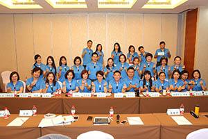 小組研討-關主煦照總監與明月總監和組員合照