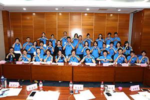 小組研討-關主滿妹協理與柏宏籌備總監和組員合照
