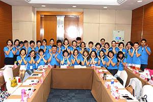 小組研討-關主瑩惠籌備副總與沄閒部經理和組員合照