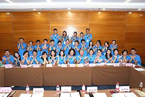 小組研討-關主麗英副總與木海總監和組員合照