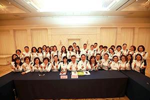 小組研討-關主世傑副總與咏滢總監和組員合照