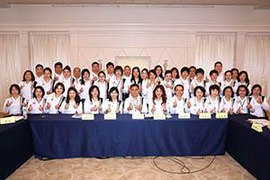 小組研討-關主世傑副總與咏滢總監和組員合照2