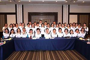 小組研討-關主季芸總監與松波籌備總監和組員合照2