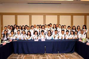 小組研討-關主瑩惠籌備副總與麗慧總監和組員合照2