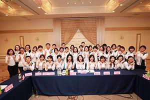 小組研討-關主麗英副總與文雅總監和組員合照