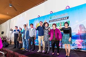 吳文永董事長、陳慶宏總經理與各級長官敬酒