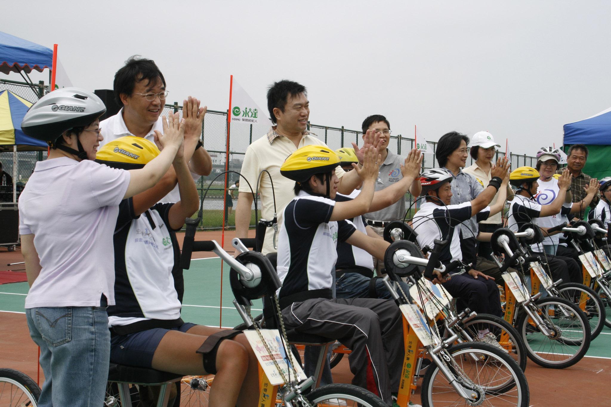 全台第一支無障礙自行車隊成立。