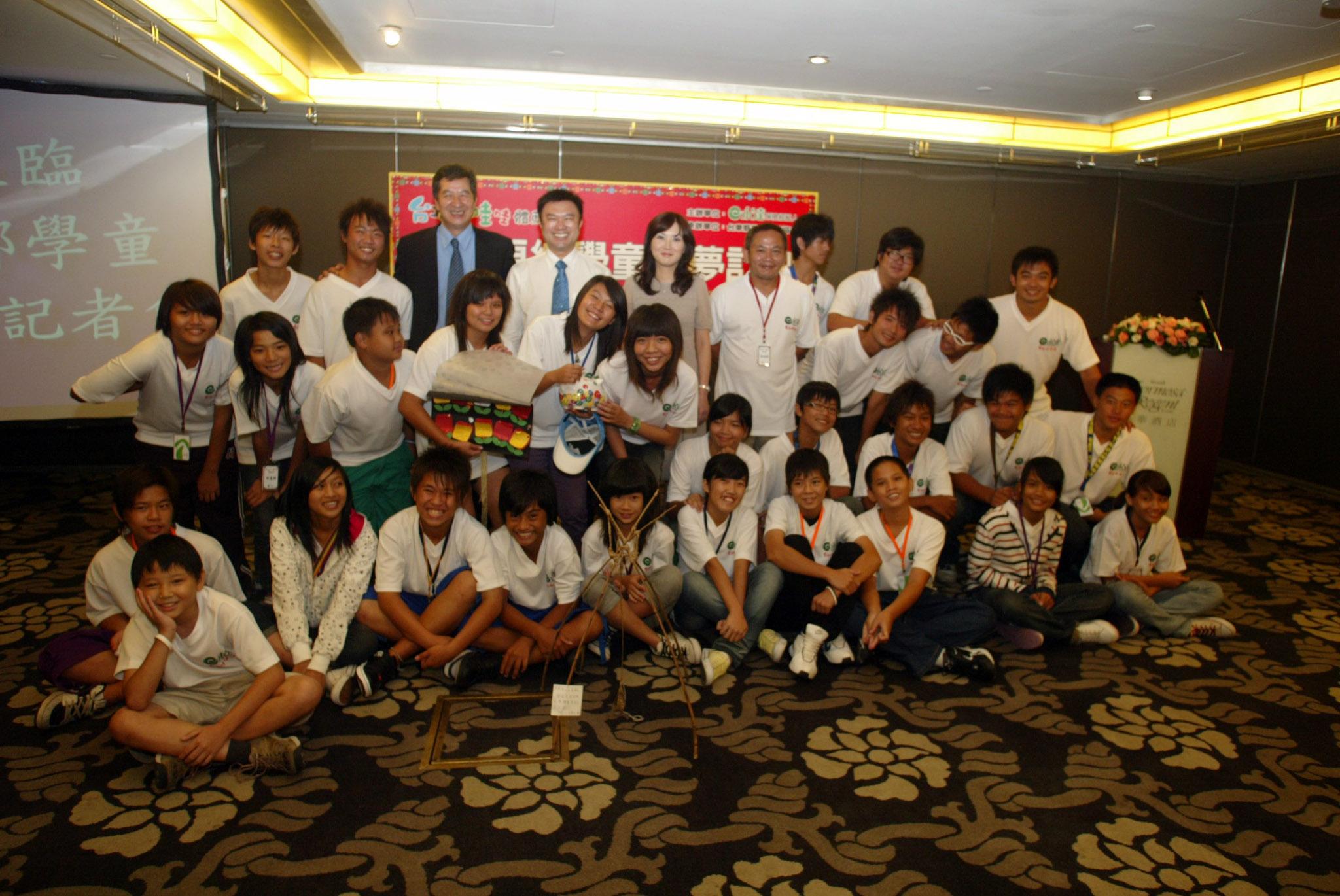 參加「第二屆台東原民學童築夢計劃」學童大合照。
