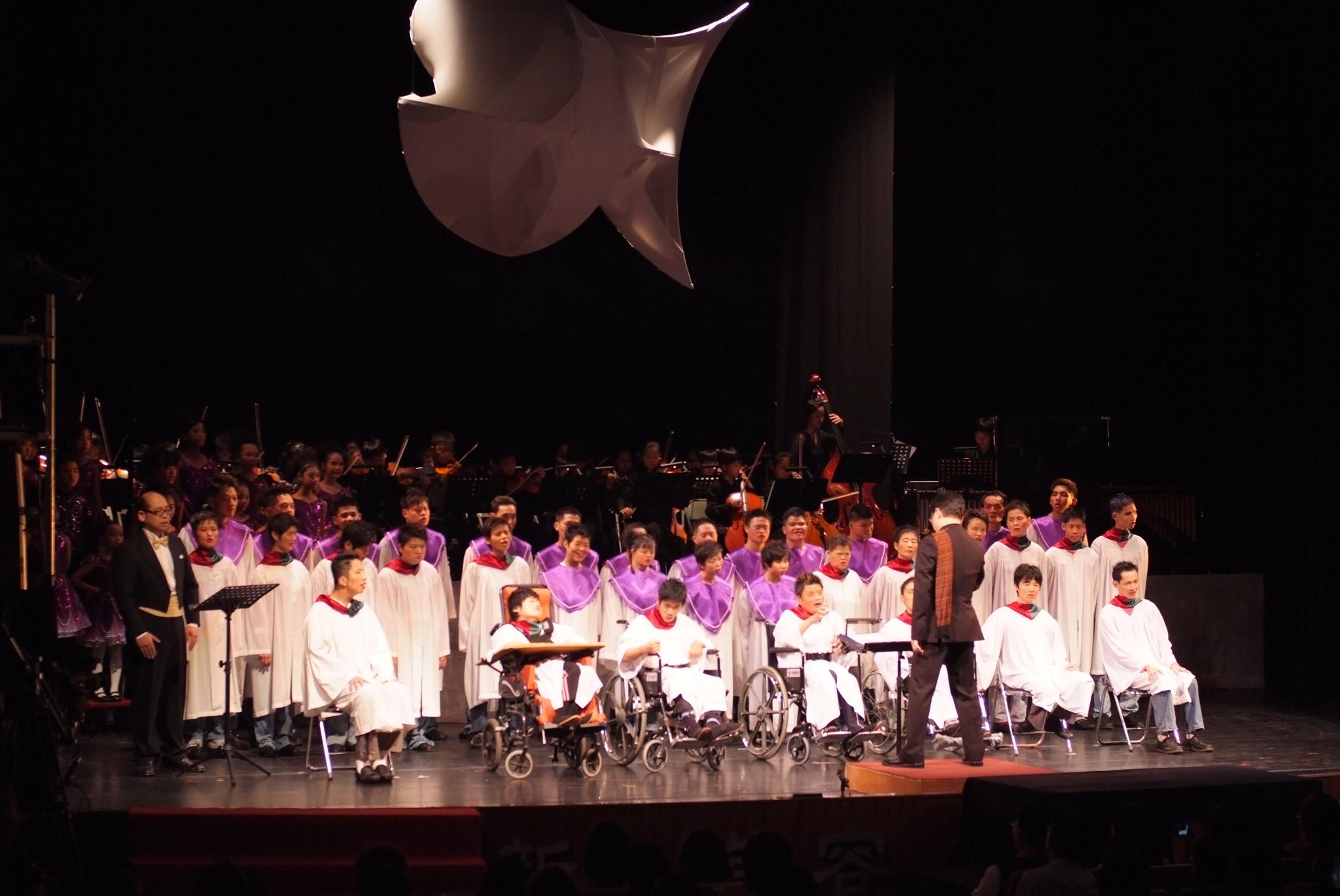 少年磐石「光的孩子」音樂劇演出的精采實況。