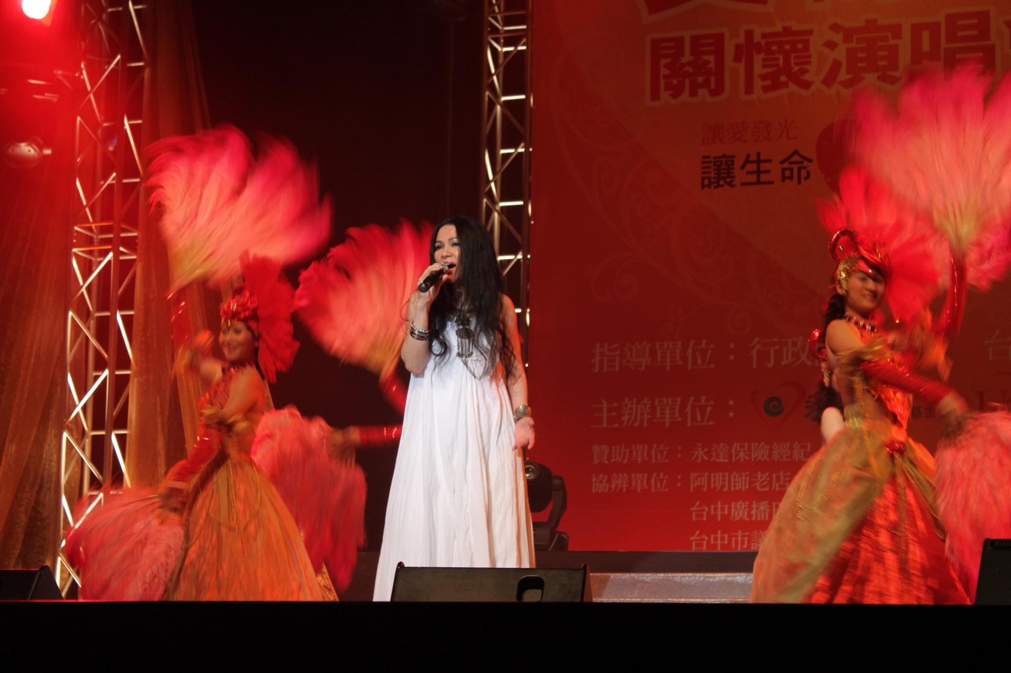 藝人潘越雲為「愛傳承演唱會」深情演唱。
