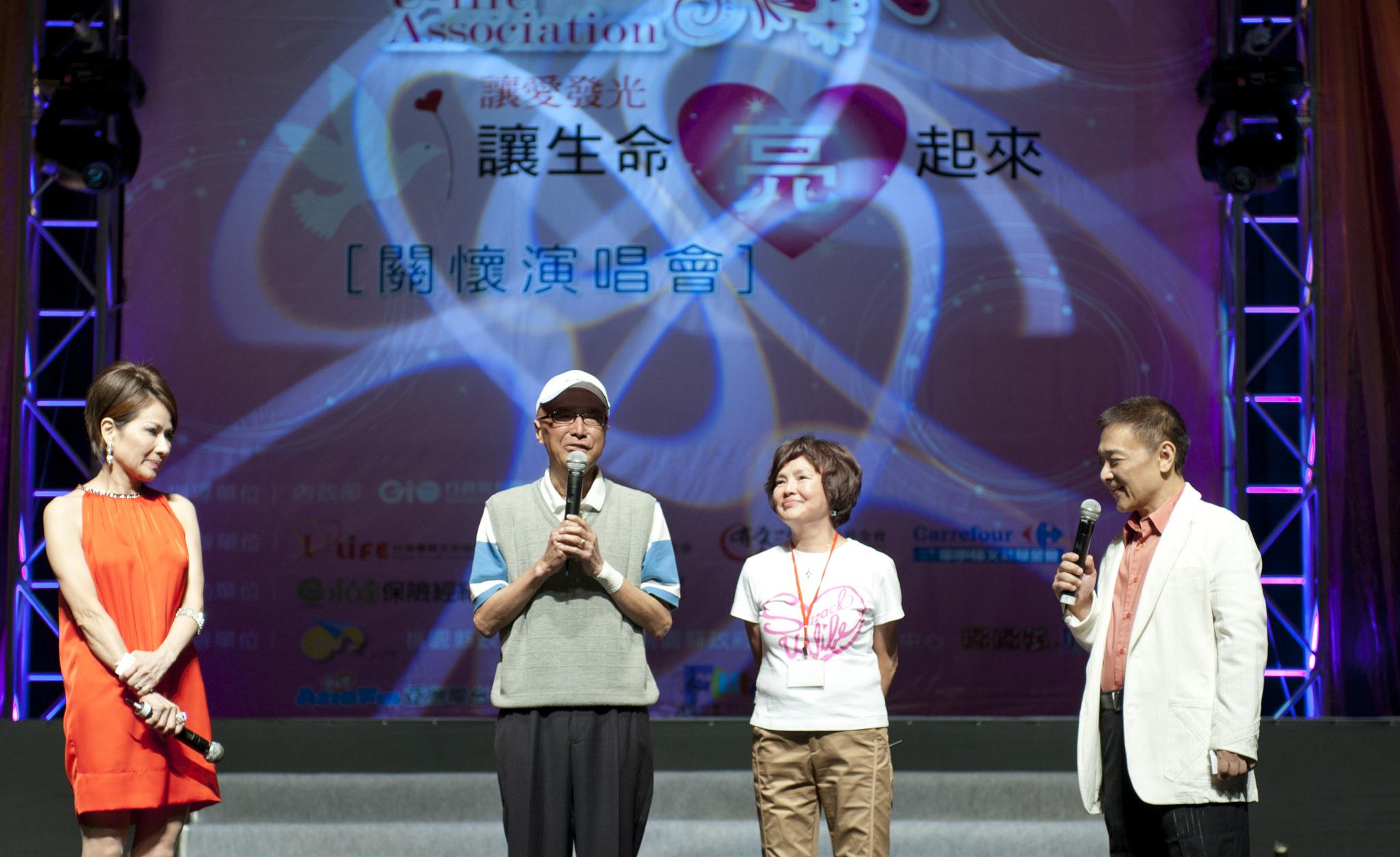 ▲台灣優質生命協會前任理事長徐風(圖左二)特地前來為弱勢朋友加油
