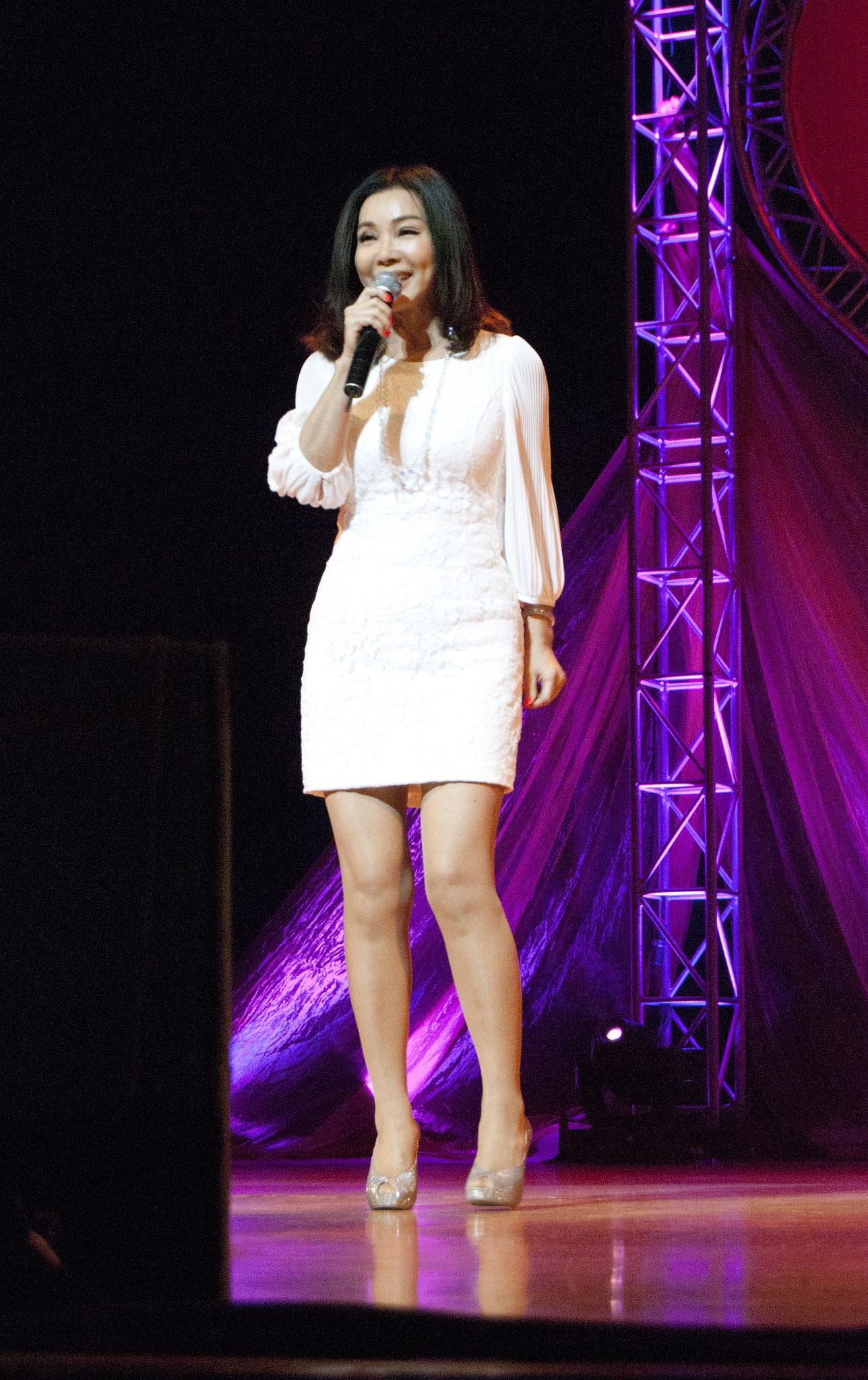 演唱會壓軸陳美鳳,帶來一連串動人歌曲,還教大家如何維持年輕美麗的養生之道。
