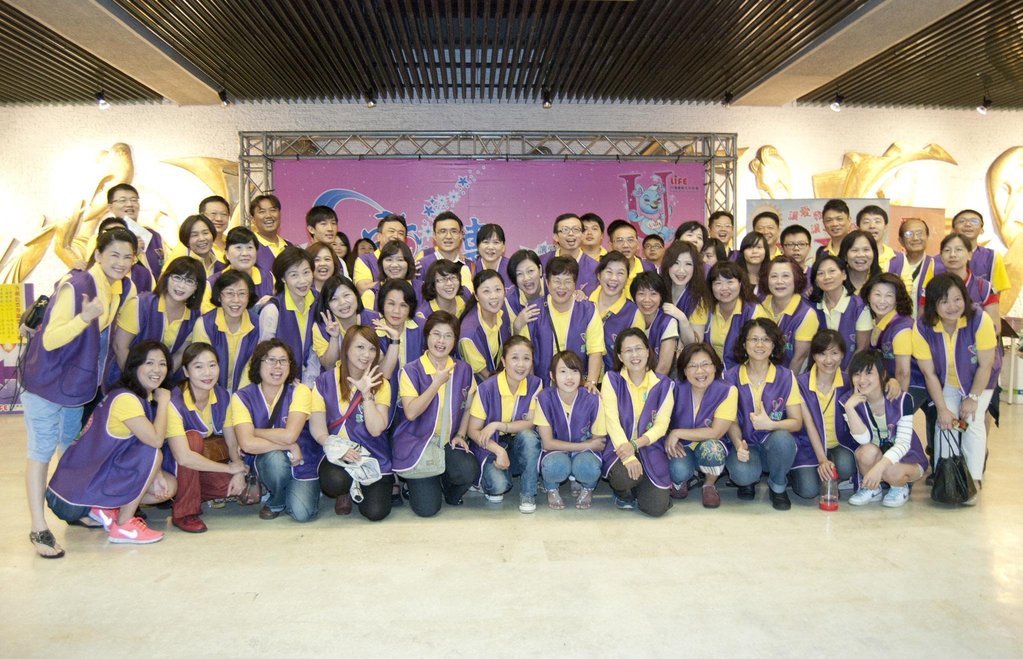 永達動員80名同仁,擔任一日志工為民眾服務。