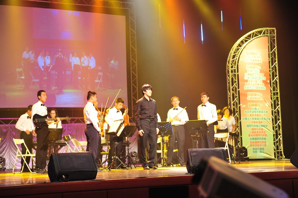 自閉症協會~知星打擊樂團開場表演。