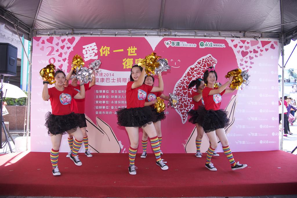 真善美基金會~「美少女啦啦隊」 所帶來精采的表演。