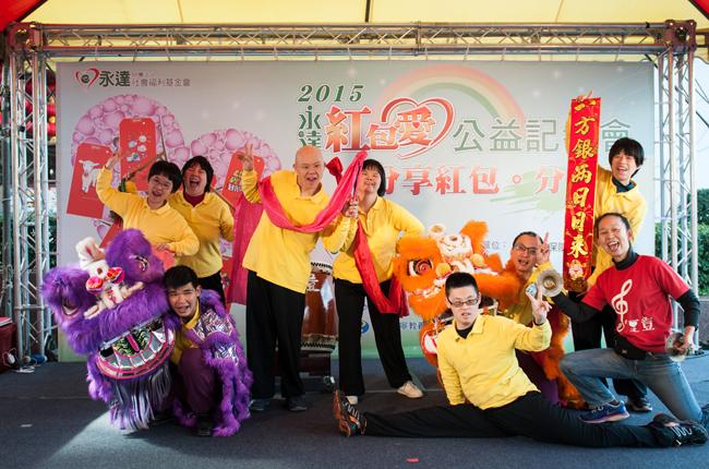 記者會開場表演是由樹仁基金會-彩虹村家園的敲敲打擊樂團所帶來的祥獅獻瑞賀新年。