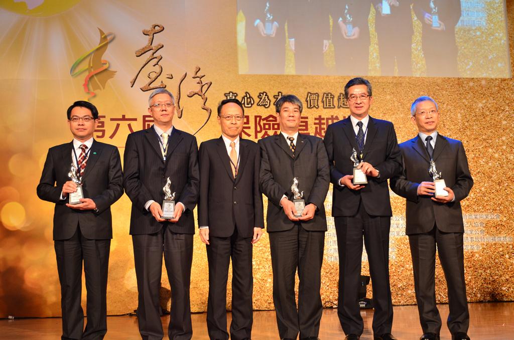 2015年台灣保險卓越獎-「資訊應用卓越獎」得獎單位合影。