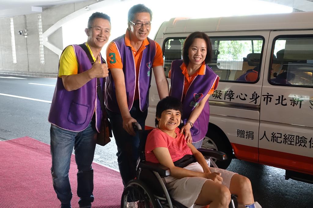 永達陳慶鴻總經理(圖上排中)一同擔任志工。