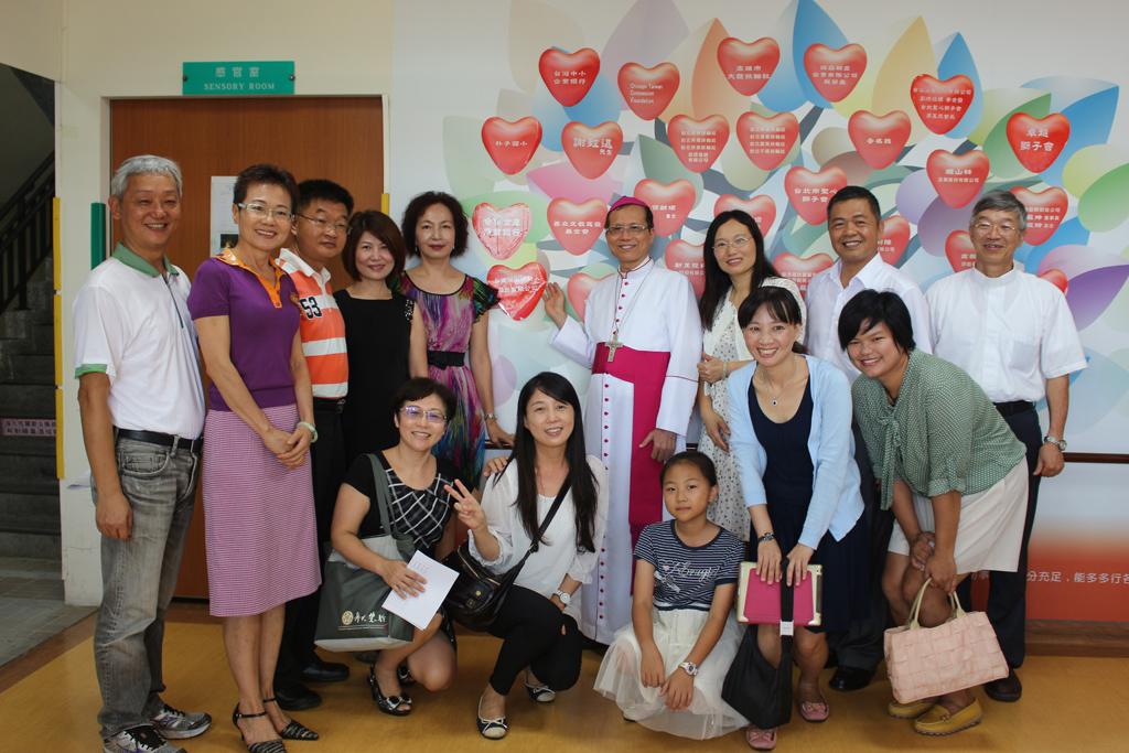 永達雲林、嘉義地區業務主管及業務代表為聖心教養院的愛心樹添上一顆愛心。