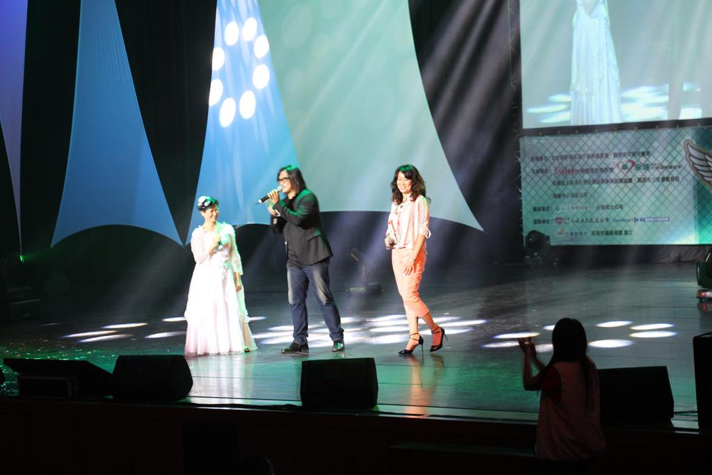 施文彬於2015「愛。傳承」關懷演唱會載歌載舞。
