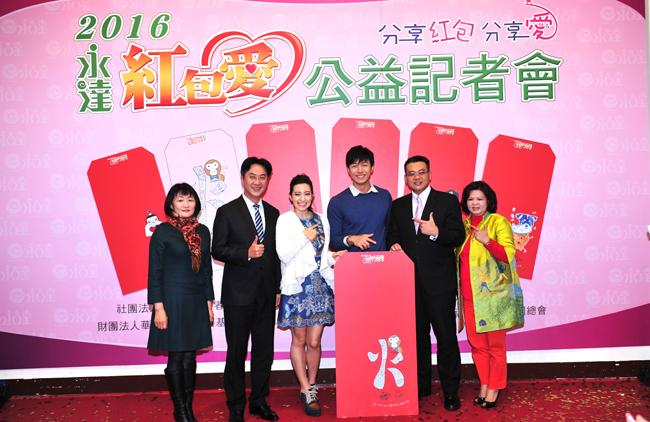 Lara梁心頤(左三)帶著小師弟余岱宗(右三),在首發認購即募得7萬元。