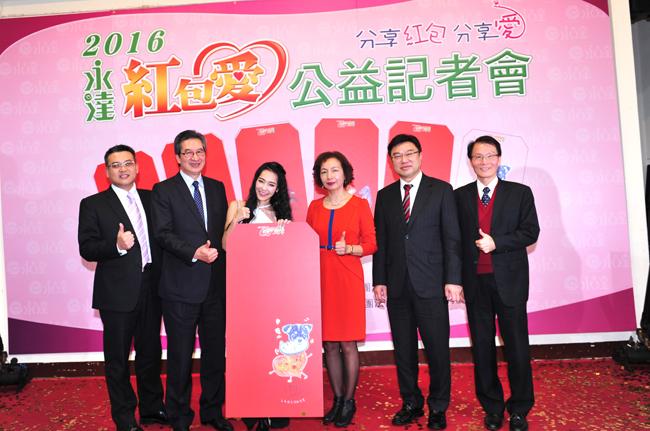 忙於新專輯籌備而徹夜未眠仍出席的王思佳(左三)共募得26萬。