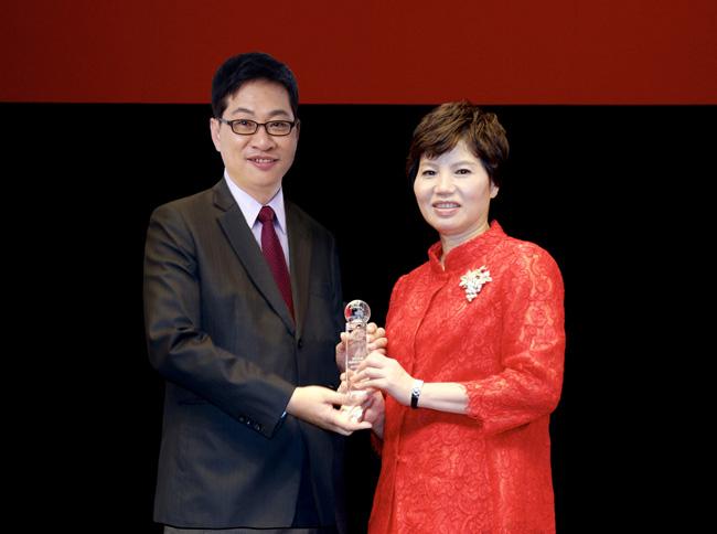 2016年建華通訊處榮獲第18屆保險信望愛獎「最佳通訊處獎」優選。