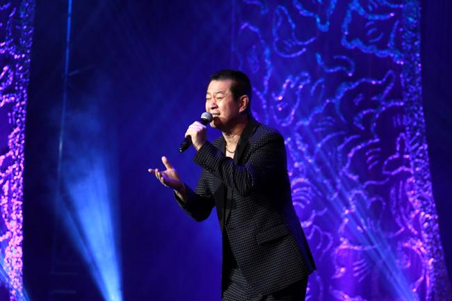 豬肉王子-蔡小虎深情演唱「春夏秋冬」。