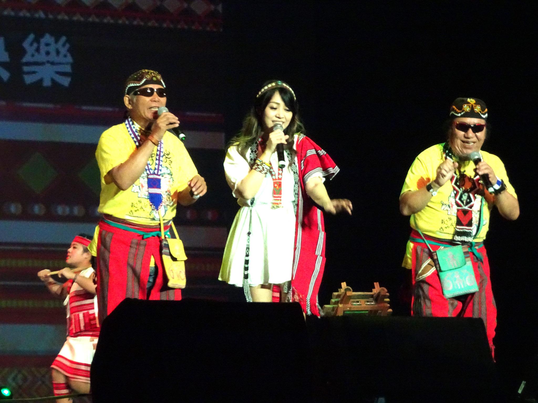 北原山貓、吳亦帆演唱原住民歌曲。