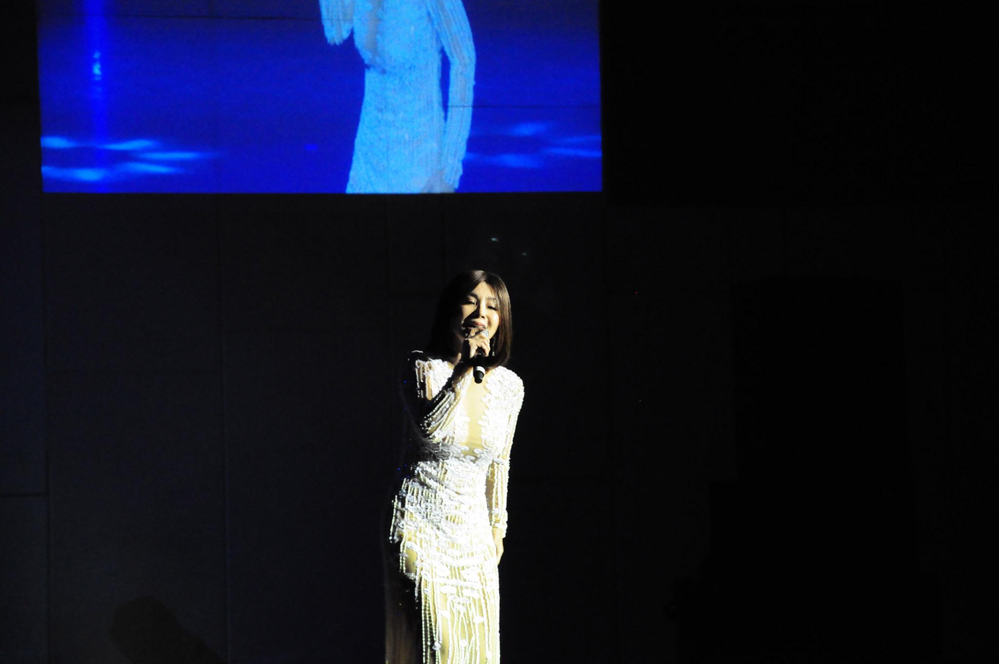 台灣最美歐巴桑陳美鳳帶來動人歌聲。