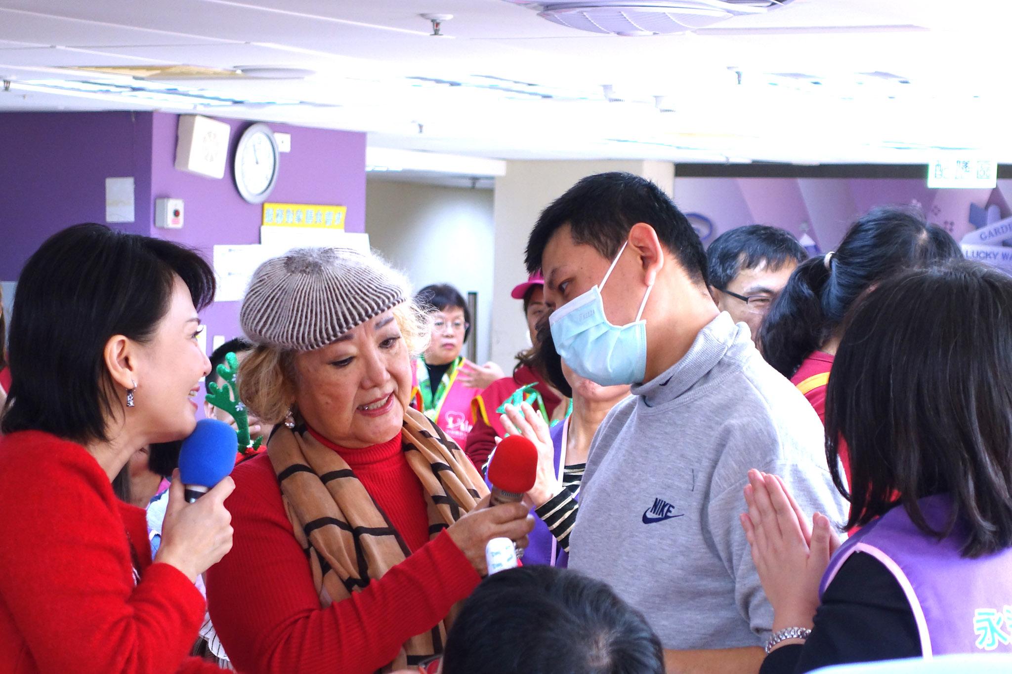 資深藝人陳麗卿在探訪中獲得力量。