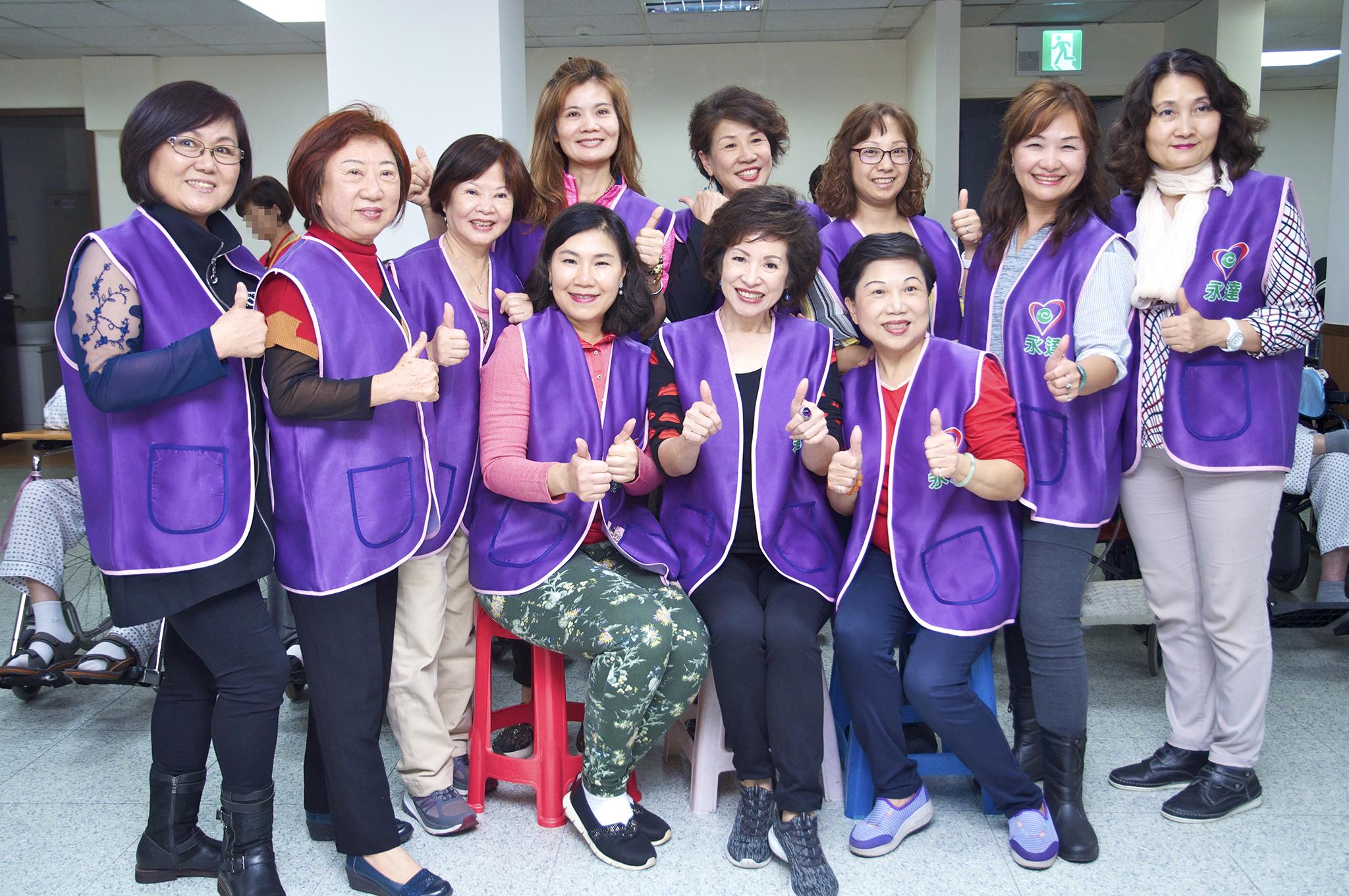 永達保經韓孫珍華業務副總帶領十一位志工參與志工探訪活動。
