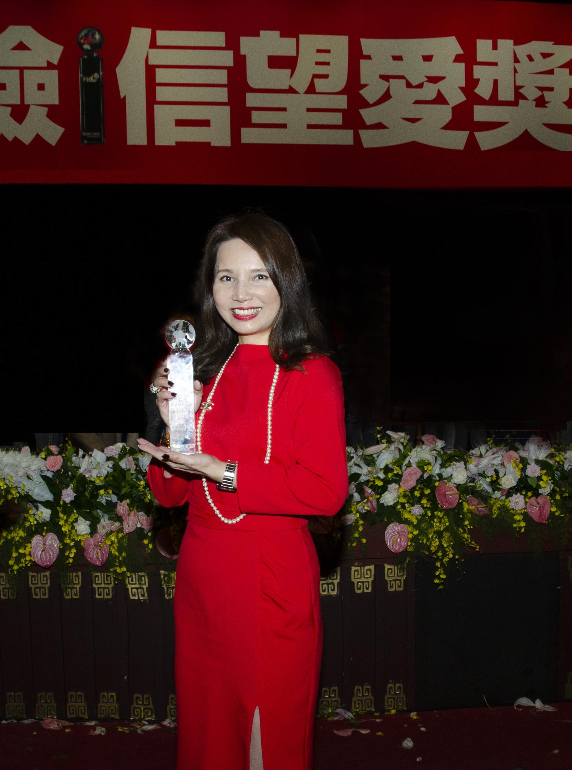 陳翠芳業務協理率領的中三通訊處獲得「最佳通訊處獎」特優。
