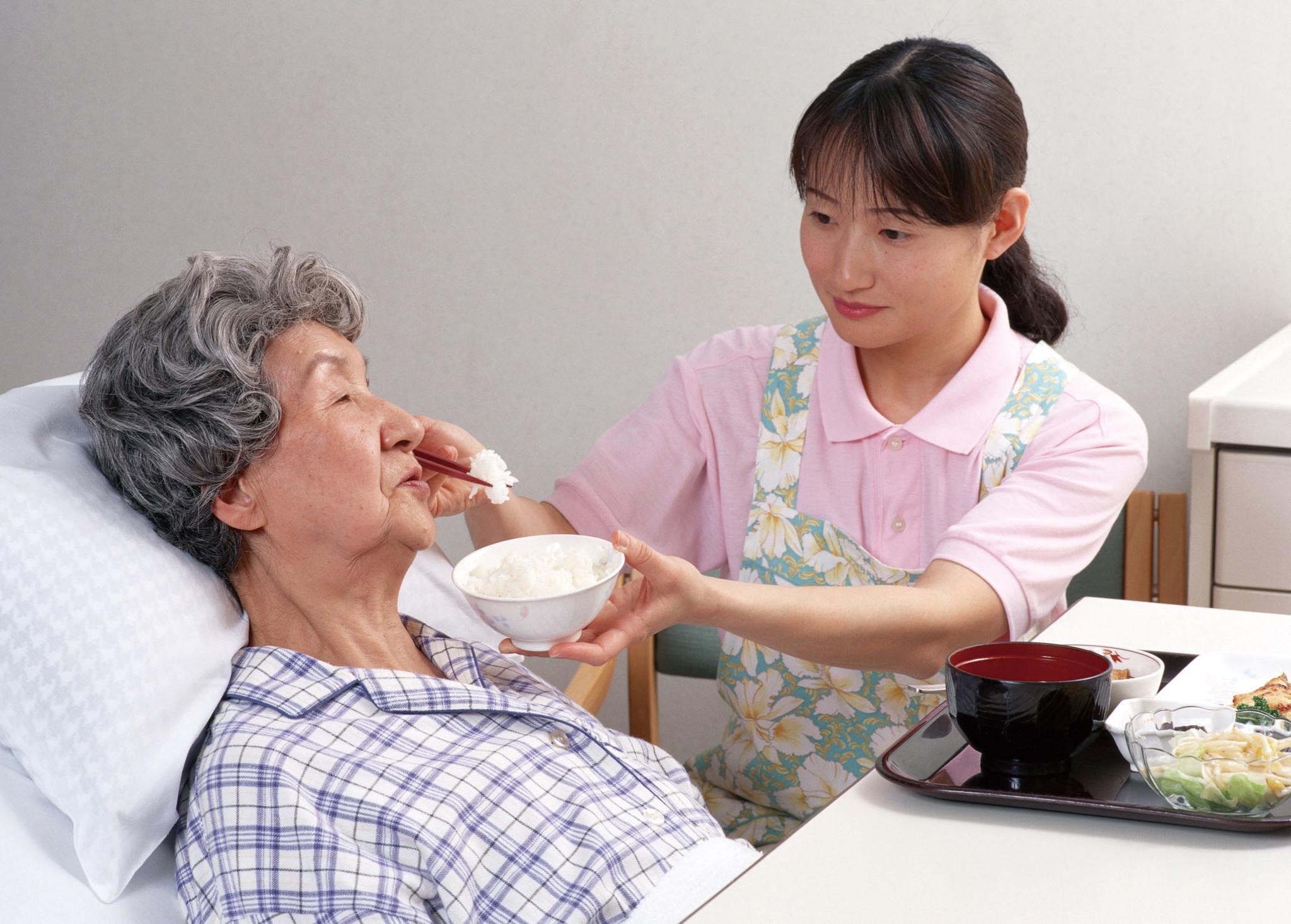 照顧陷入長照情況的家人不只是「家務事」,政府可提供許多資源與協助。
